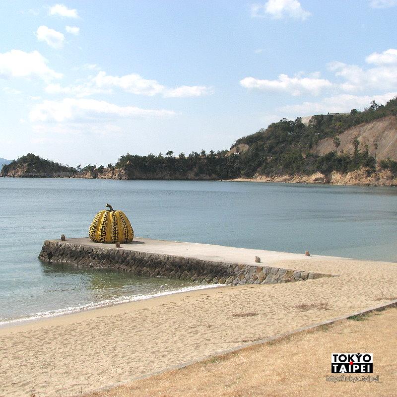 【Benesse House】自然和建築共生的美術館 沙灘海景搭配黃南瓜