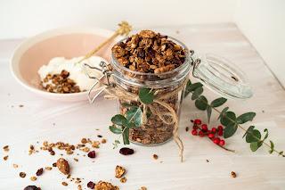 Domácí granola může být výborná snídaně, ale i originální dárek. Mám pro vás recept!