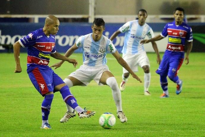 O Fortaleza fez o jogo de ida contra o Macaé na noite deste sábado (18).  Jogando no Moacyrzão, o Leão empatou sem gols com o representante do norte  ... 727f125887