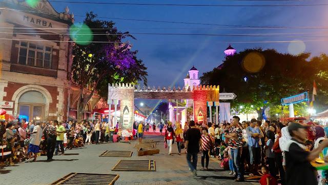 Antusiasme Masyarakat di Semarang Night Carnival 2016
