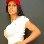 Andrea Rincon, Selena Spice Galeria 16: Linda Gorra Roja, Camiseta Blanca, Mini Tanga Roja Tipo Hilo Dental Foto 16