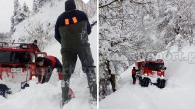 Άνδρες της ΕΜΑΚ εκαναν πορεία μέσα στο χιόνι στα 1.100 μ. υψόμετρο για να πάνε φάρμακα σε ηλικιωμένο