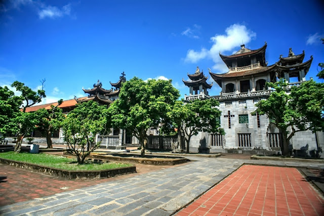 Bewildered Phat Diem Cathedral's architecture 10