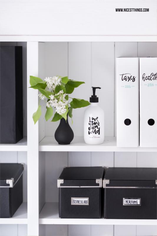 Ikea Aufbewahrungsboxen schwarz im Regal