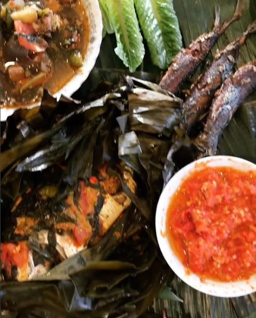 Sayur Asem  dan Pepes Ikan Kembung Mangga Muda enak.jpg
