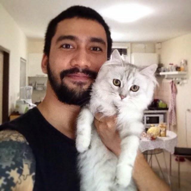 Foto Pacar Nattasha Nauljam sedang menggendong kucing