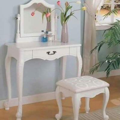 meja rias sederhana warna putih