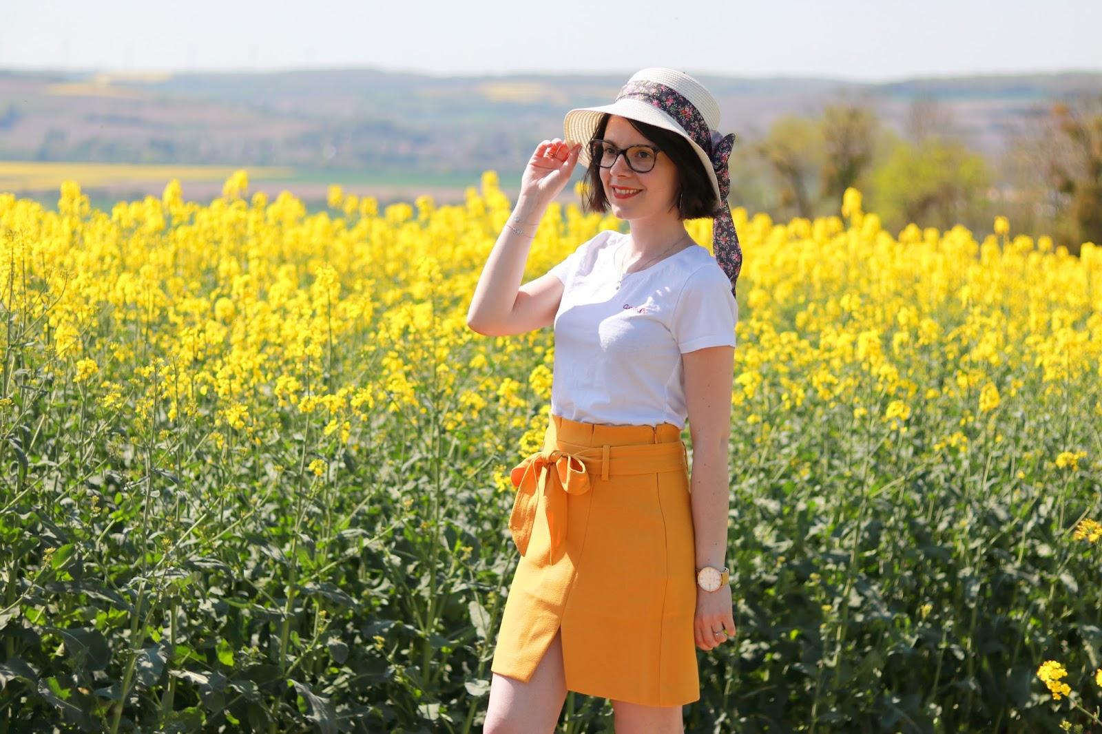 champ colza ambassadeurparly2 morgan de toi jupe printemps wooop look ootd tenue chapeau de paille les gommettes de melo