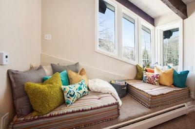 desain ruang keluarga dengan springbed mini