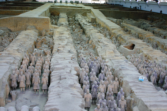 Terracotta warrior. The tomb of Emperor Qin Shi Huang. Xi'an. China. Терракотовый воин. Гробница императора Цинь Шихуанди. Сиань. Китай.