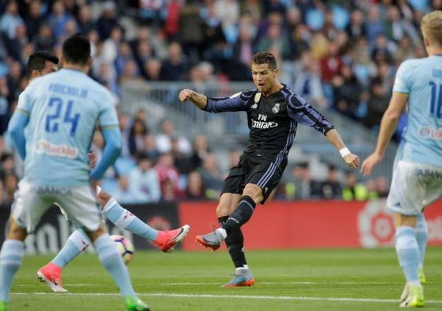 Sepatu Langka, Ronaldo Akan Memakainya di Piala Konfederasi
