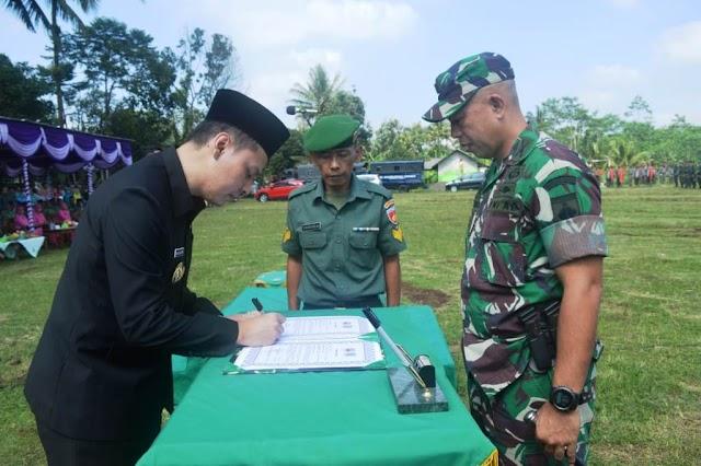 Penandatanganan Naskah TMMD bersama Dandim 0712/Tegal dan Wakil Bupati Tegal