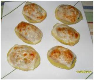 Patatas rellenas de jamón y piña