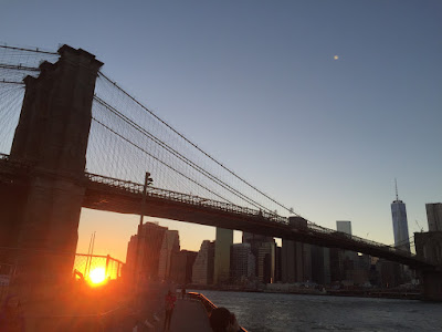 Brooklyn Bridge (ブルックリン橋) and Empire Fulton Ferry State Park (エンパイア・フルトン・フェリー公園) | ニューヨーク | アメリカ