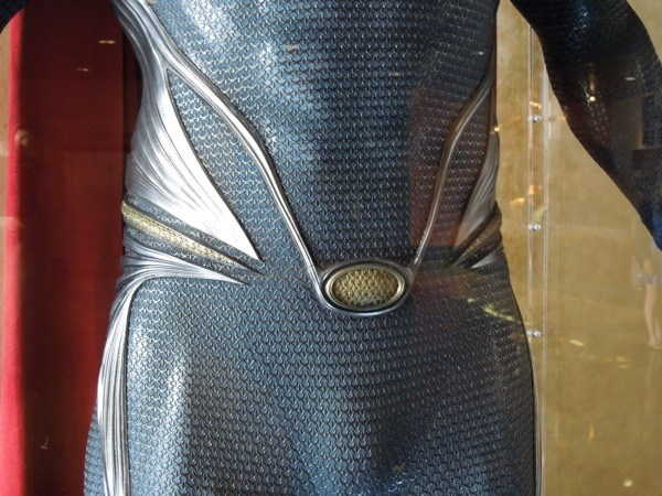 Superman suit detail Man of Steel