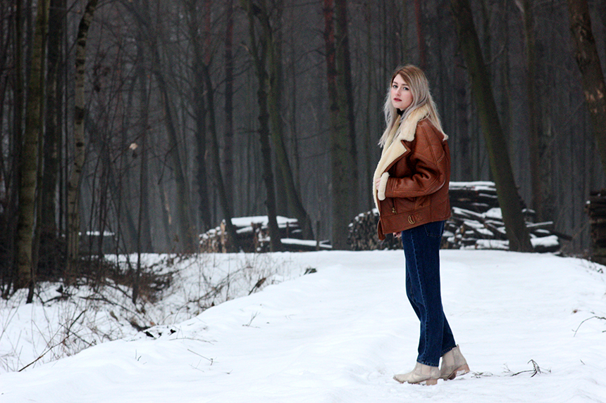 SimplyTheBest Blog written and created by Ewa Sularz jacket - second hand  cashmere sweater - second hand mom jeans - pull&bear  sequin boots - Stradivarius  fashion, style, outfit, ootd, lotd, winter, stbco, nature