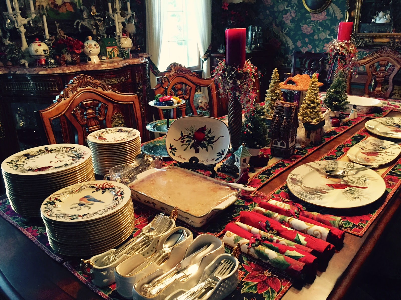 Christines home and travel adventures christmas party 12 19 2014 i used my favorite christmas dinnerware by lenox winter greetings i have a big set a complete setting for at least 20 people plus serving pieces so i m4hsunfo