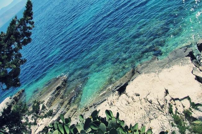ostrvo Krf lepa priroda more i stene