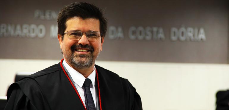 A solenidade ocorrerá no auditório do Pleno, na sede do TJCE, bairro  Cambeba, em Fortaleza. Ele é o quinto magistrado que ascende ao Tribunal na  atual ... a63131b0c2