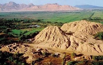 Foto a la arquitectura de la Cultura Lambayeque: Huaca Rajada