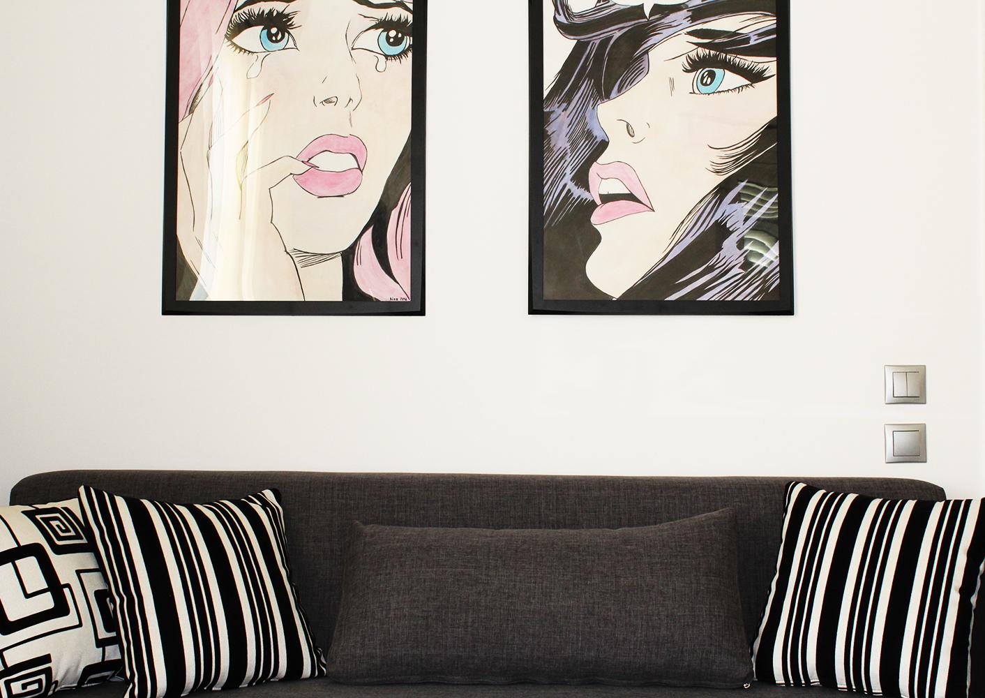 Διακόσμηση με ζωγραφική popart στον τοίχο επάνω από τον καναπέ