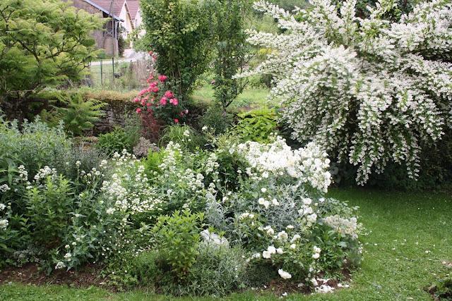 Doubs jardin for Massif jardin zen
