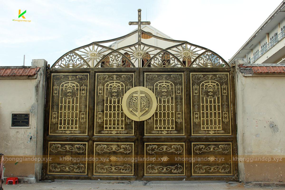 Cổng đẹp của nhà thờ quận 1