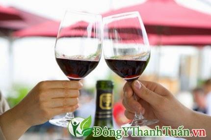 Uống nhiều rượu dễ bị Hôi miệng
