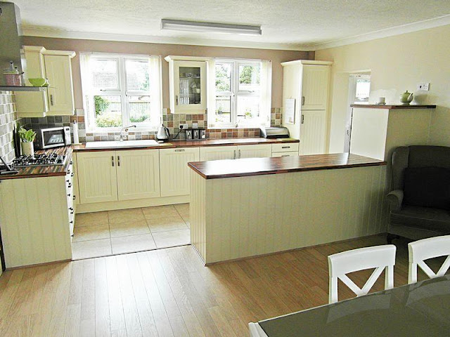 White gloss kitchen style with wooden floors White gloss kitchen style with wooden floors White 2Bgloss 2Bkitchen 2Bstyle 2Bwith 2Bwooden 2Bfloors3522