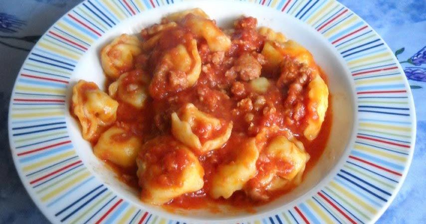 Ricetta pasta tortellini al sugo di salsiccia cucinare for Cucinare salsiccia