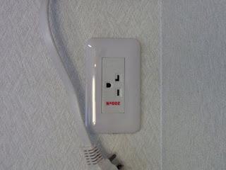 """ダイキンうるるとさらら""""うるさら7""""エアコン設置。今回から200V電源仕様の為、コンセントの交換と電源入れ替え工事も施工"""