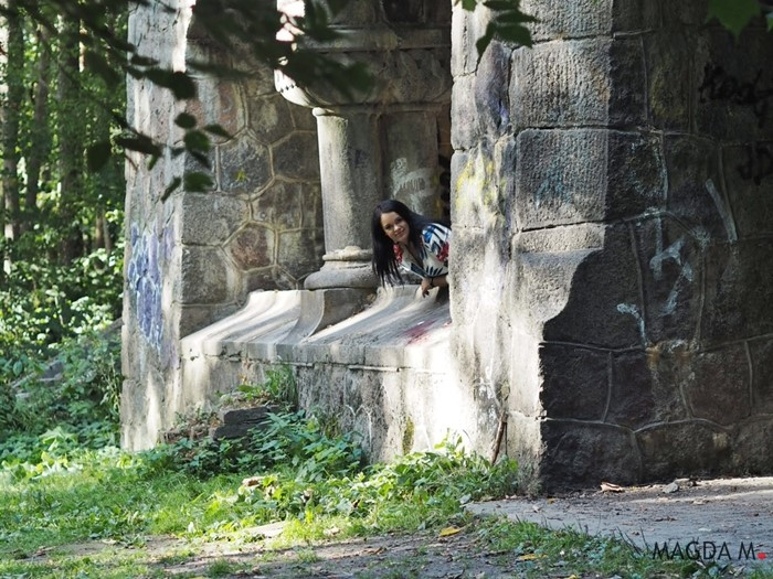 kobieta ruiny