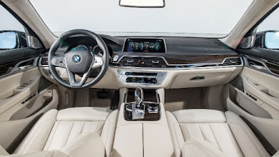 BMW 7 Series standard features: leather seats, panoramic sunroof