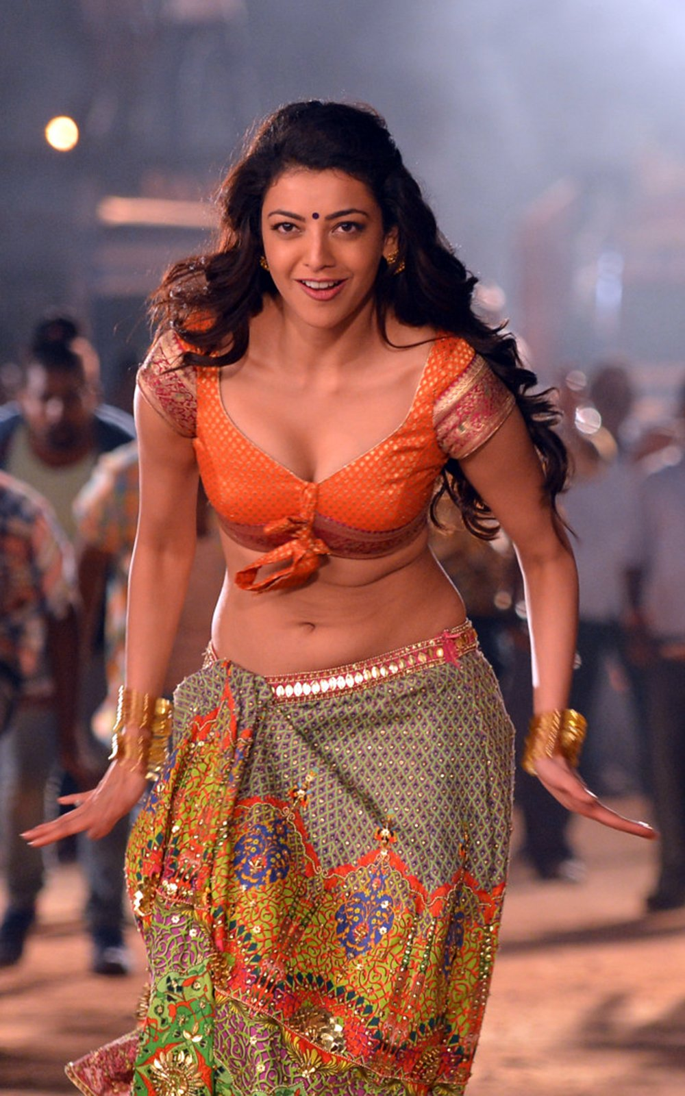 kajal sizzling in pakka local item song-HQ-Photo-1