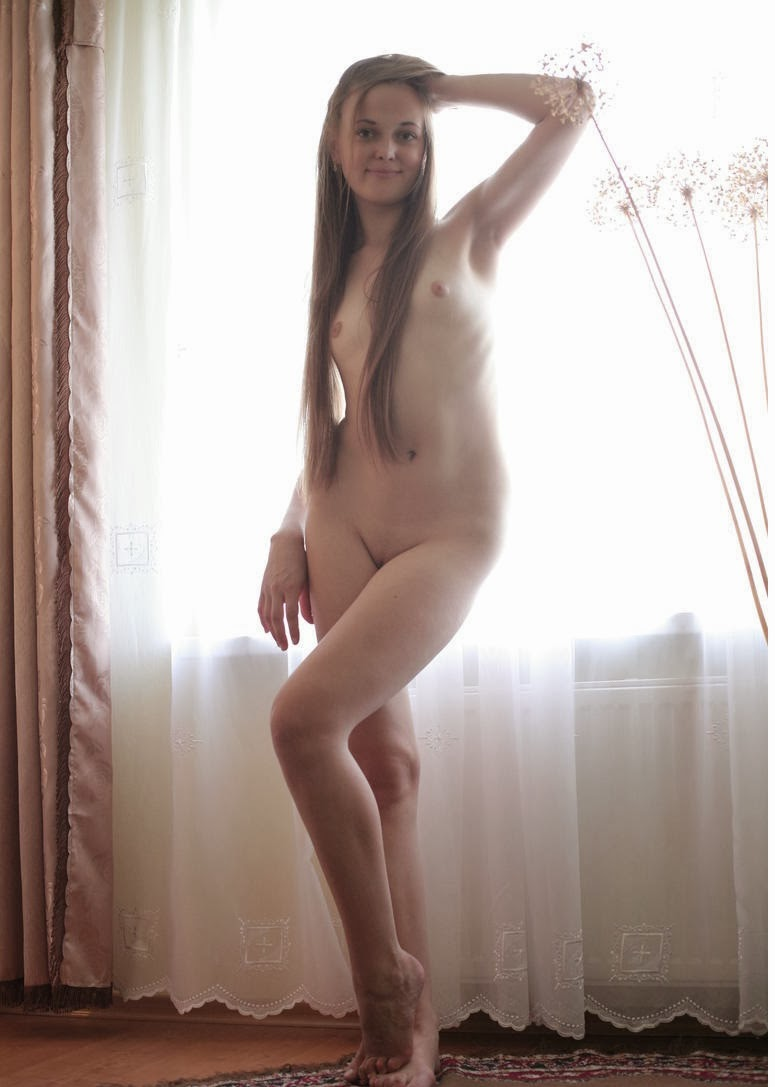 Simple net nude