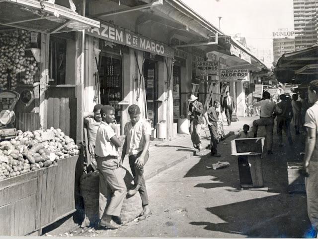 mercado central antigamente, barracas de madeira e chão de terra batida