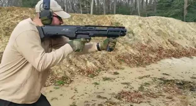 Η πρωτοποριακή καραμπίνα DP-12 – Ένα όπλο από το μέλλον (Βίντεο)