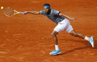 Tsonga leads good day for French men