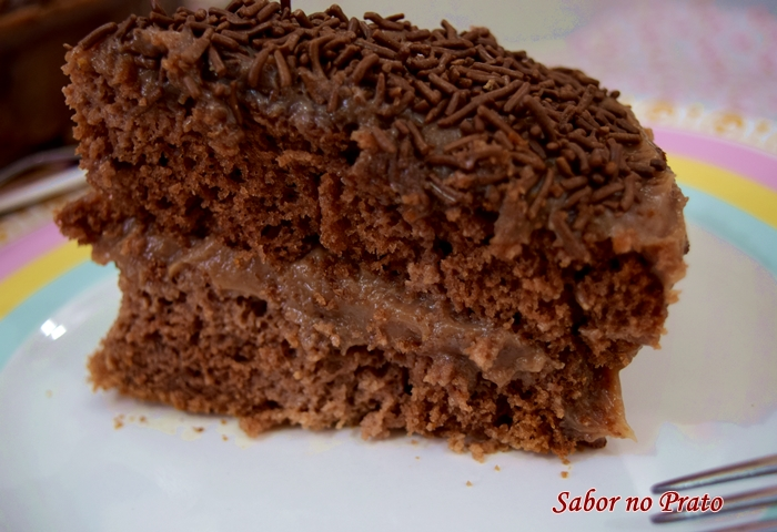 receita de bolo de brigadeiro fácil