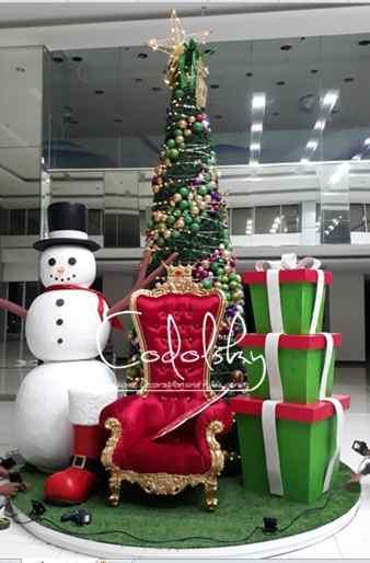 Patung styrofoam Snow man (Manusia salju), Kado natal, pohon natal, garland, lampu natal, aksesories gantungan, dan sepatu santa claus.