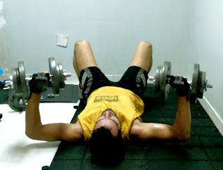 Rutina full body press mancuernas piso