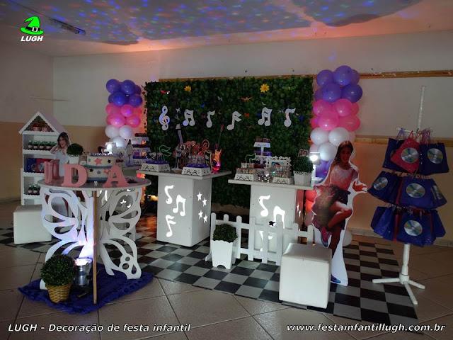 Decoração tema infantil Violetta em mesa provençal com muro inglês
