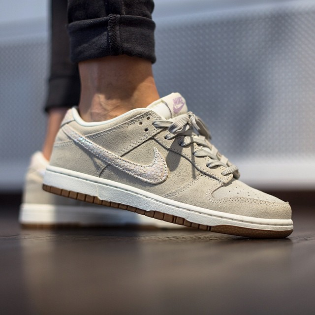 newest 27c31 f9043 Although both of the these Nike Dunk models stray from the original 1985  design, they fit today s women s fashion perfectly.