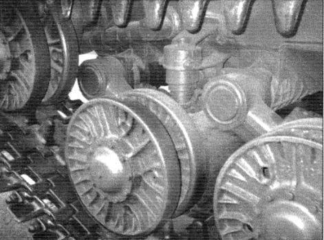 Упоры и балансиры опорных катков, направляющее колесо танка Т-10М