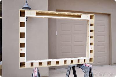 v mo l em casa como fazer molduras para tv. Black Bedroom Furniture Sets. Home Design Ideas