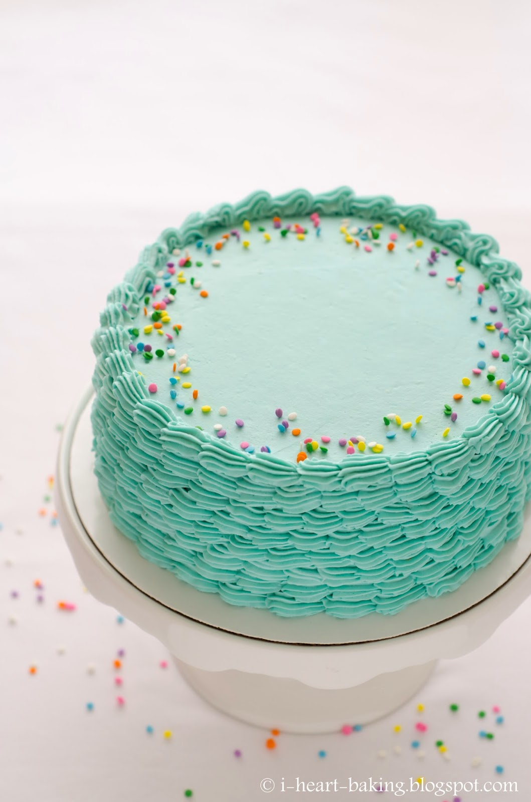 i heart baking!: blue funfetti birthday cake with piped ...