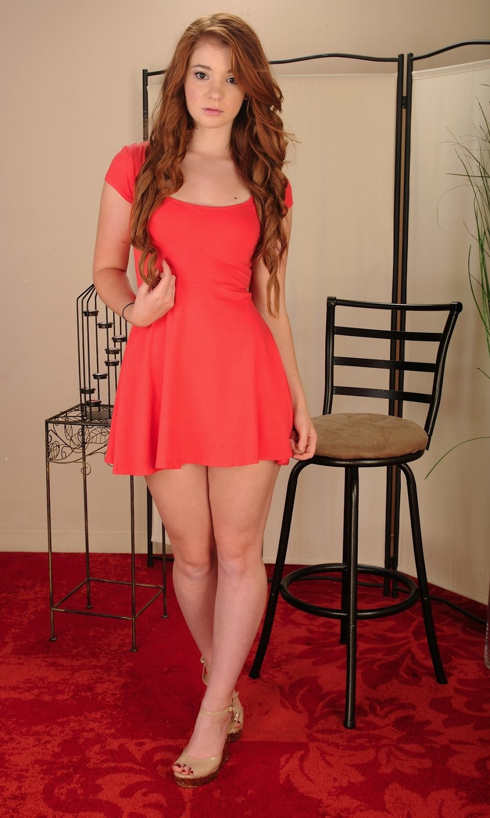 Red Clothes Ready for Do it - Brown Hair Girls of America -  Hot Hollywood Girls Actress White Curves in Hollywood Beauty Girls