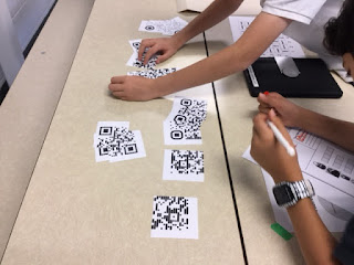 Les enfants recomposent les QRCodes escape game CM2