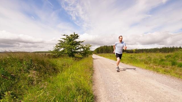 Você pode perder peso mais rápido, exercitando-se com um estômago vazio?