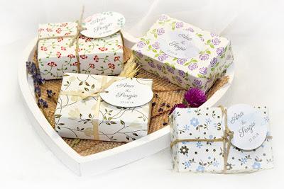 Jabón artesano y natural envuelto con papel de alta calidad